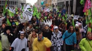 Bauern und Verbraucher gehen vereint für eine Agrarwende auf die Straße / Pressebild: BUND