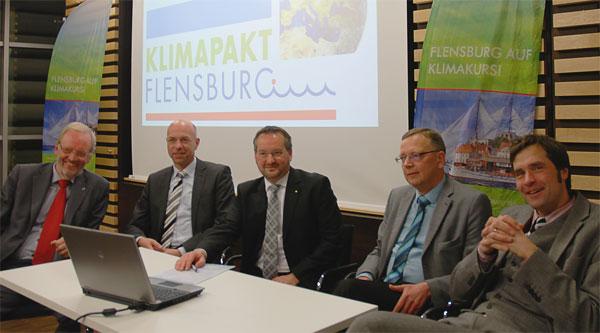 Das verstärkte Vorstandsteam mit neuer Geschäftsführung: Raimund Dankowski (SBV Flensburg), Maik Render (Stadtwerke Flensburg), Ulrich Spitzer (IHK Flensburg), Klaus Schrader (Stadtwerke Flensburg), Henning Brüggemann (Stadt Flensburg) (es fehlt: Prof. Dr. Olav Hohmeyer) (v.l.n.r.)