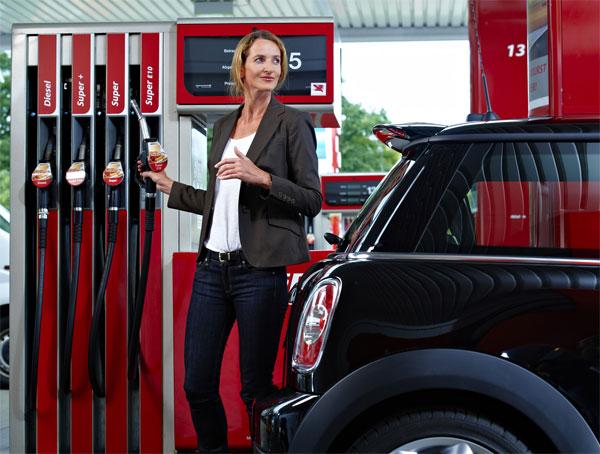 Tankstelle: Zapfsäule mit E10. Die Verwendung dieses Bildes ist für redaktionelle Zwecke honorarfrei. Veröffentlichung bitte unter Quellenangabe: BDBe Bundesverband der deutschen Bioethanolwirtschaft / Pressebild