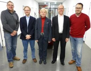Freuen sich über den internationalen Erfolg (v.l.): Detlev Lindau-Bank, Dr. Christoph Schank, Vizepräsidentin Dr. Marion Rieken, Prof. Dr. Marco Rieckmann und Lukas Scherak. / Pressebild: Universität Vechta