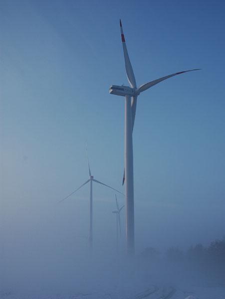Gerade mal 62 Windkraftanlagen wurden in Baden-Würtemberg in 2014 genehmigt, in diesem Schneckentemop kommen die E-Energien nicht weiter. / Foto: HB