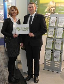 Vera Schürmann, geschäftsführende Gesellschafterin Arcanum Energy Management GmbH, und Franz Meyer zur Heide, Geschäftsführer SMART ET GmbH, freuen sich über den großen Zuspruch der EnergieScouts auf der E-World