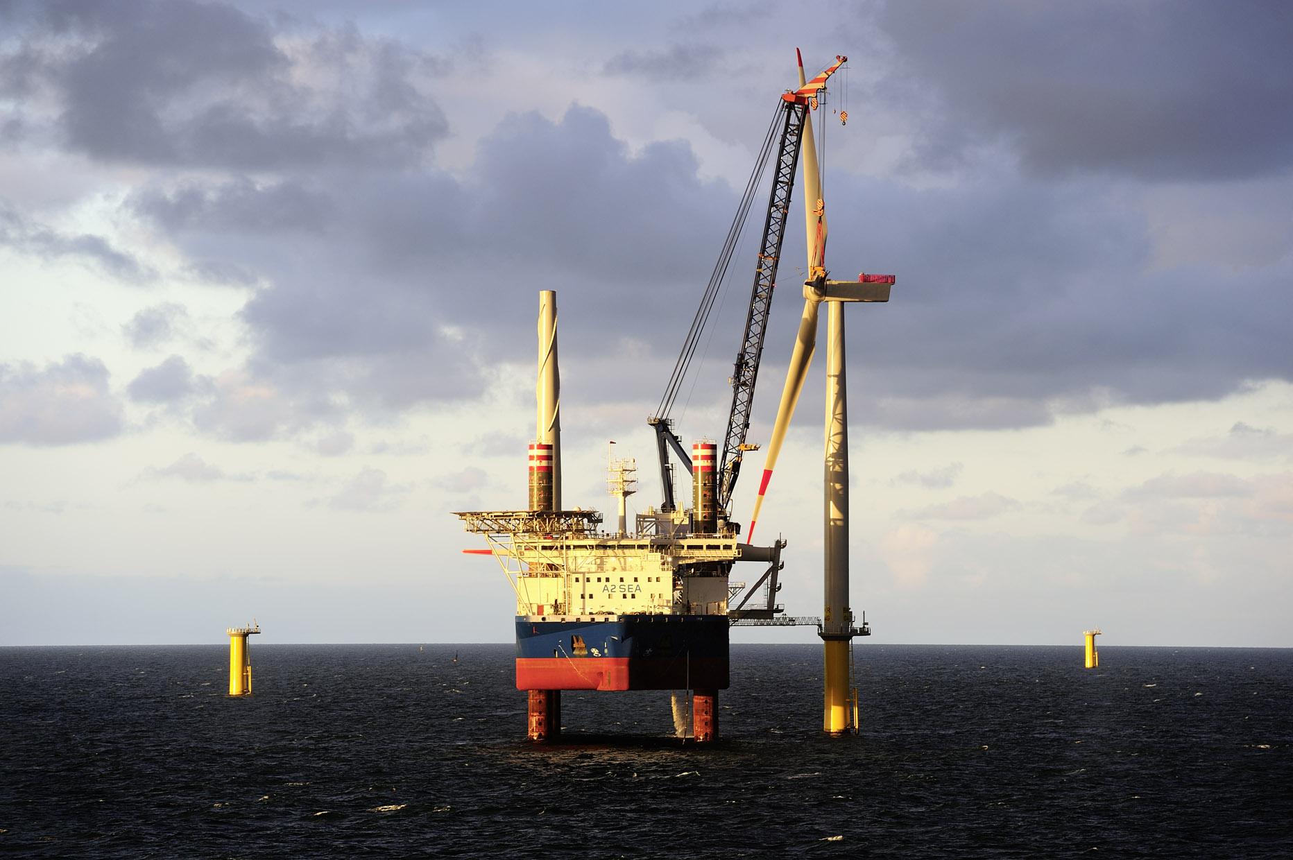 BKR1-First-turbine-installation / Pressebild: DONG Energy