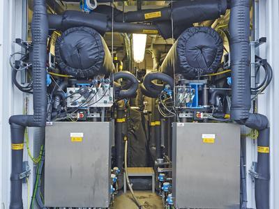 70 Prozent / Anlage wird am Markt für Sekundärregelleistung teilnehmen [Innenansicht Elektrolyseur (Quelle: Strom zu Gas) ] Innenansicht Elektrolyseur (Quelle: Strom zu Gas)