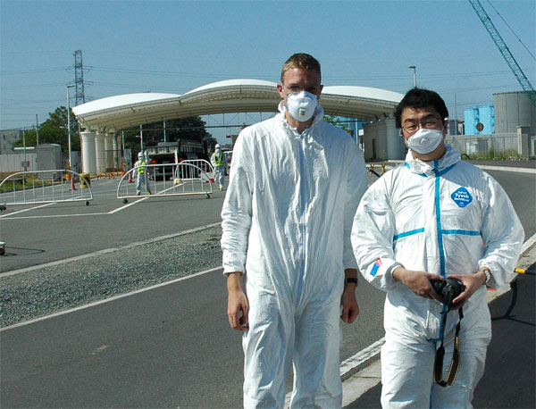 Georg Steinhauser und Katsumi Shozugawa in Fukushima / Copyright: Bob Kaempfe