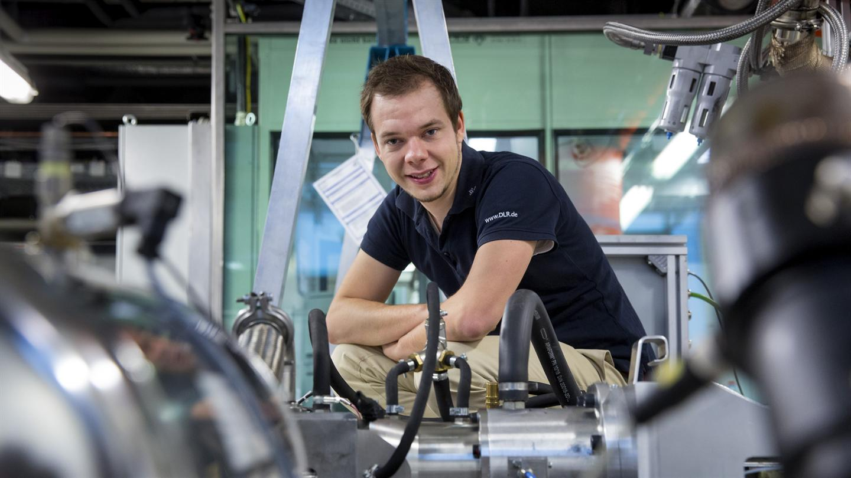 Florian Kock bringt neuen Antrieb für die Elektromobilität / Pressebild: DLR