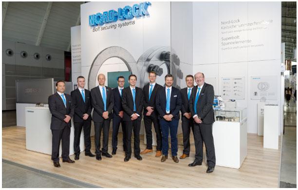 NL_FastenerFair15_Team.jpg: Das Nord-Lock Messeteam mit dem CEO der Nord-Lock Gruppe Ola Ringdahl (3.v.l.) und Geschäftsführer der deutschen Nord-Lock GmbH Andreas Maile (2.v.r.)