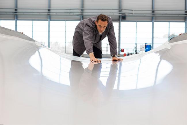 BU: Dr.-Ing. Gregor Graßl, Projektleiter von FlexPlas® beim Fraunhofer IFAM / Pressebild: IFAM