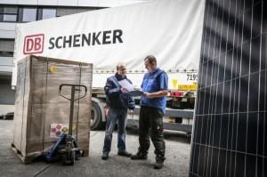 Umfassendes Pruefprogramm zur Kontrolle von Solarmodulen beim Transport / Pressebild