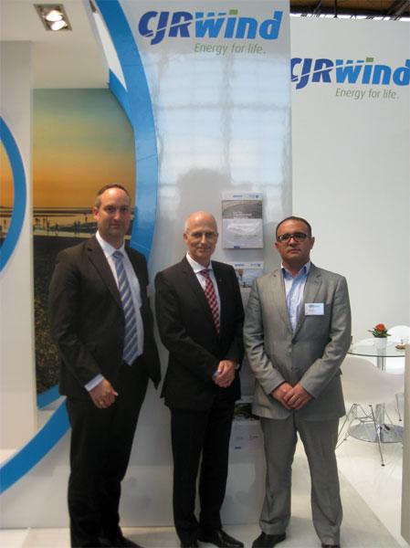 Hamburger Finanzsenator Peter Tschentscher besucht CJR Wind-Stand auf Hannover Messe / Pressebild: CJR Wind
