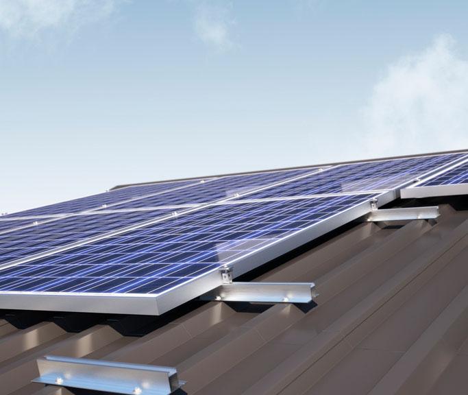 MS+ Portrait befestigt PV Module im Hochformat auf dem Dach / Pressebild: Renusol