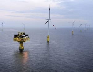 Windmühlen und Umspannplattform des ersten kommerziellen Windparks in der Ostsee EnBW Baltic 1 /  © 50Hertz Transmission GmbH
