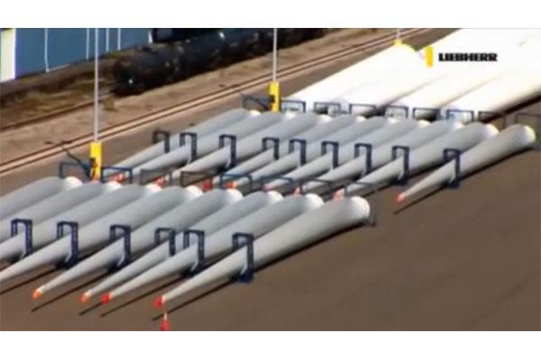 Liebherr - LHM Hafenmobilkran für Windanlagen