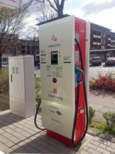 Wirtschaftssenator Frank Horch hat heute die erste städtische Schnell-Ladestation für Elektrofahrzeuge offiziell in Betrieb genommen. (Bild: BWVI)