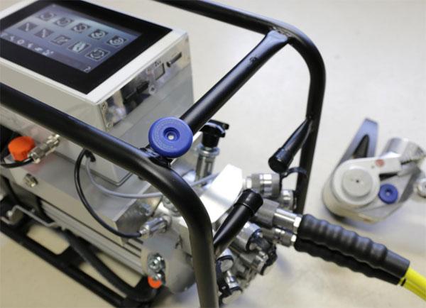 Hydraulikpumpe Eco2Touch mit mobilen Computern / Pressebild: