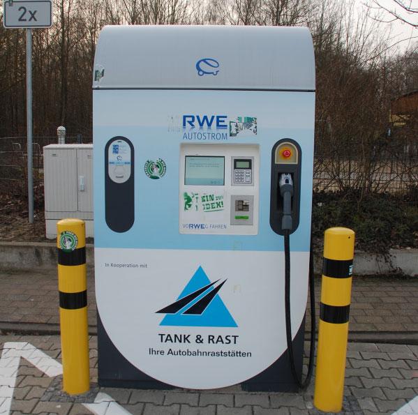 Stromtankstelle an der Autobahn / Foto: HB