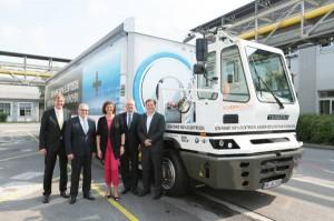 v.l.n.r. Kurt J.F. Scherm, Geschäftsführer SCHERM Gruppe, Hermann Bohrer, Leiter BMW Group Werk München, Ilse Aigner, ...