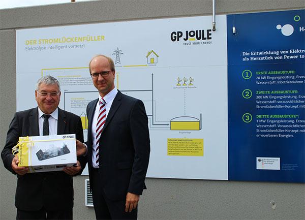 Jacques Auxiette, Präsident der Region Pays de la Loire (li. im Bild) und Niclas Fritsch, GP-JOULE Geschäftsführer / Pressebild