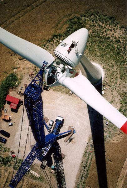 Montage eines Rotors im Windpark Feldheim / Bildnachweis: Energiequelle GmbH