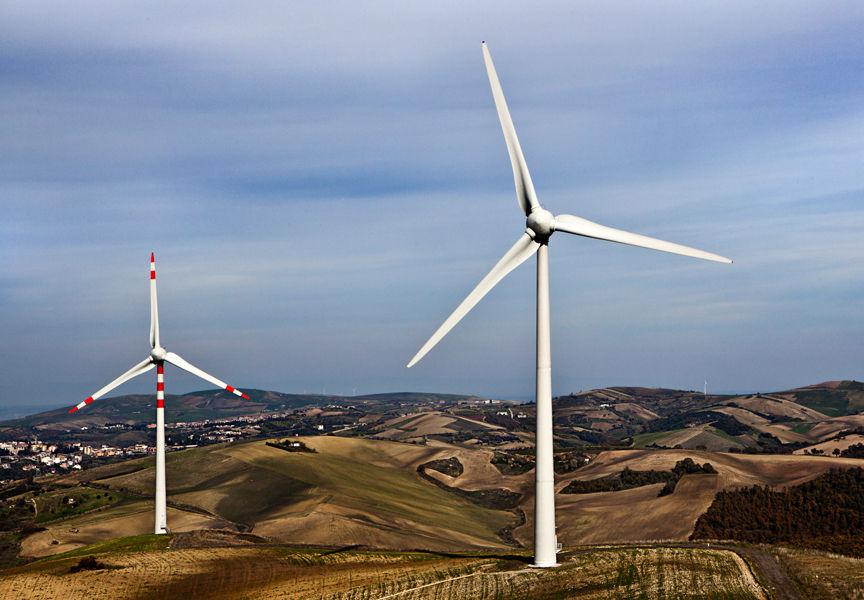 Übernahme eines Windparks in Italien Die Kooperation HelveticWind hat einen Vertrag zum Kauf eines projektierten Windparks in Genzano di Lucania in Italien (Basilicata) unterschrieben. / Pressebild: BKW