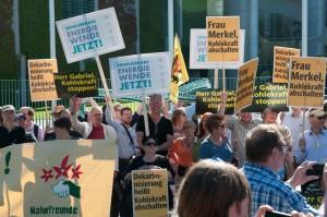 Demo und Unterschriftenaktion gegen Kohlepolitik / Pressebild: BWE
