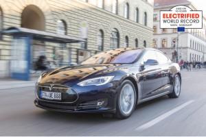 """""""Weltrekordfahrt: Mit dem Tesla von Spanien zum Nordkap – Electrified World Record 2015 """"6.600 Kilometer in 96 Stunden"""" / Pressebild"""