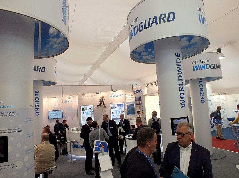 Deutsche WindGuard Systems und THEOLIA vertiefen Kooperation Vertragsunterzeichnung auf der HUSUM Wind / Foto: HB, Messestand in Husum
