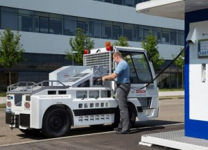 Gepäckschlepper mit Brennstoffzellenantrieb Die Vorteile von Fahrzeugen mit Brennstoffzellenantrieb sind ihre große Reichweite und schnelle Betankung innerhalb von nur wenigen Minuten.