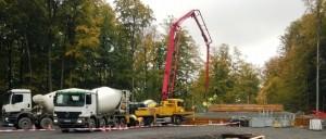 Die fünf Schwerlastfundamente sind betoniert. Nun folgt die Anlieferung der Turmteile für den Windpark Amöneburg-Roßdorf / juwi