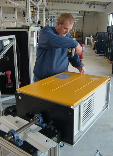 Fertigung von Photovoltaik-Wechselrichtern bei SolarMax in Burgau / Pressebild