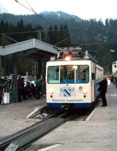 Die Bayerische Zugspitzbahn Bergbahn AG hat sich für die SF6-isolierten Anlagen von Ormazabal entschieden, da diese unabhängig von Klima- und Umwelteinflüssen sind und eine zuverlässige Stromverteilung sicherstellen.  Foto: Ormazabal