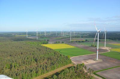 Fotografen: Roland Schneider (Fotos mit Personen des enercity-Windteams) und Steffen-Alexander Meyer (3 WKA und Panorama)