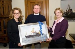 Pressebild: (von links: Carola Veit, Präsidentin Hamburgische Bürgerschaft, Ulrich Klüber (BSH), Monika Breuch-Moritz (Präsidentin, BSH)