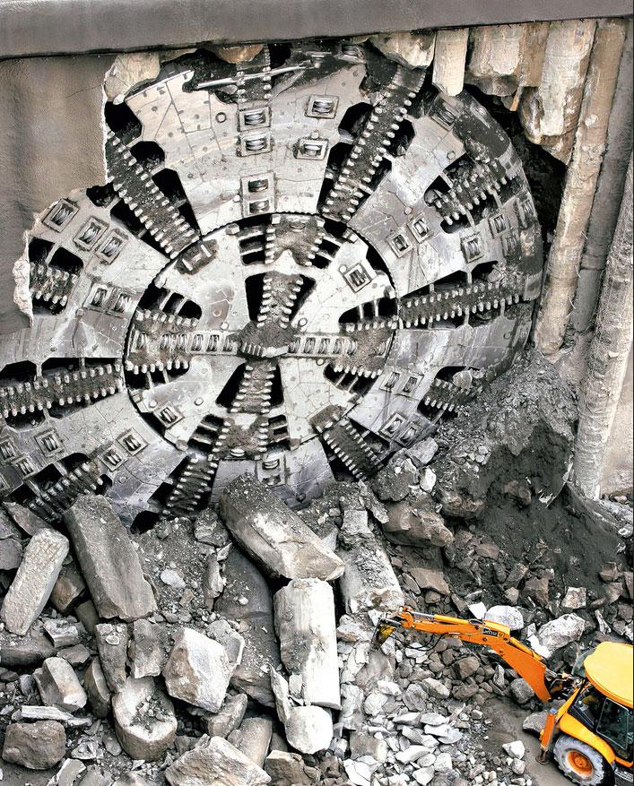 Mit der nun vollzogenen Übernahme der Industrie- und Windgetriebesparte von Bosch Rexroth stärkt ZF sein Portfolio im Industriegetriebegeschäft – wie sie auch für schwere Tunnelbohrmaschinen zum Einsatz kommen. / Pressebild: ZF