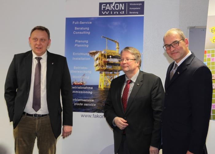 v.l. Stefan Neeland (EGZ), Oberbürgermeister Bernd Bornemann, FAKON Geschäftsführer Stephan Stuby