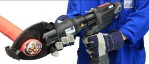 Kraftvoll und präzise: neuer mobiler Kabelschneider CutMax 11 / Pressebild