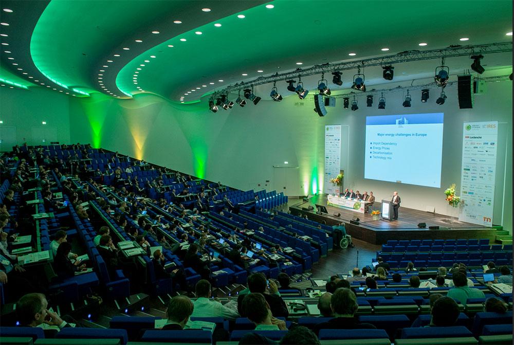 Über die Fachmesse sowie die Konferenzen ESE und IRES Die Energy Storage Europe 2016 ist die Fachmesse mit dem weltgrößten Konferenzprogramm zu Energiespeichern. Die Konferenz besteht aus der 5. Energy Storage Conference (ESE) und der 10. International Renewable Energy Storage Conference (IRES 2016). Schwerpunkte sind Wirtschaft und Finanzen (ESE) sowie Wissenschaft und Gesellschaftspolitik (IRES). Zeitgleich finden die Side-Events 5. OTTI-Conference Power-to-Gas und der 9. Storage Day auf dem Messegelände in Düsseldorf statt. Insgesamt werden vom 15. bis zum 17. März 2016 rund 125 Aussteller und 3.000 Teilnehmer aus über 45 Ländern erwartet.