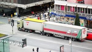 ©Christopher Peck -  In Schweden schleppen sich die Giganten mittlerweile schon durch die Innenstädte: Deutschland droht ebenfalls der Dauerbetrieb. / Pressebild