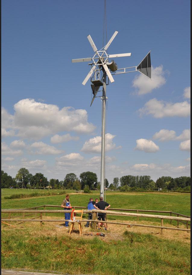 Die mit Studierenden der Hochschule Bremen entwickelten KUKATE-Windkonverter gelten weltweit als die robustesten und belastungsfähigsten Anlagen ihrer Art. Sie können beispielsweise noch Böen von 70m/s (250 km/h), 5cm große Hagelkörner und Blitzeinschläge überstehen. / Pressebild: HS Bremen