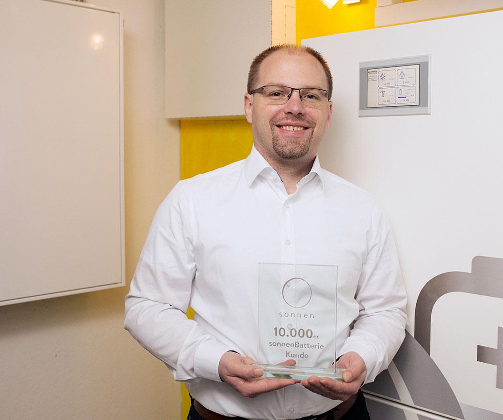 sonnen begrüßt 10.000ten sonnenBatterie-Kunden / Pressebild