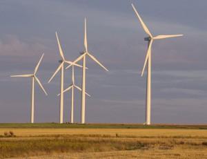 Keine Bauwerke für die Ewigkeit: Windkraftanlagen halten etwa 20 bis 25 Jahre, dann müssen sie demontiert und ersetzt werden. (Foto: Olivier Tétard / Creative Commons)