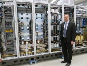 """Bildunterschrift: Jure Mikolcic, Geschäftsführer Knorr-Bremse PowerTech, erläutert: """"Wir unterstützen unsere Kunden bei der Inbetriebnahme der Produkte mit dem Anspruch mittelständischer Flexibilität und großindustrieller Leistungsfähigkeit."""""""