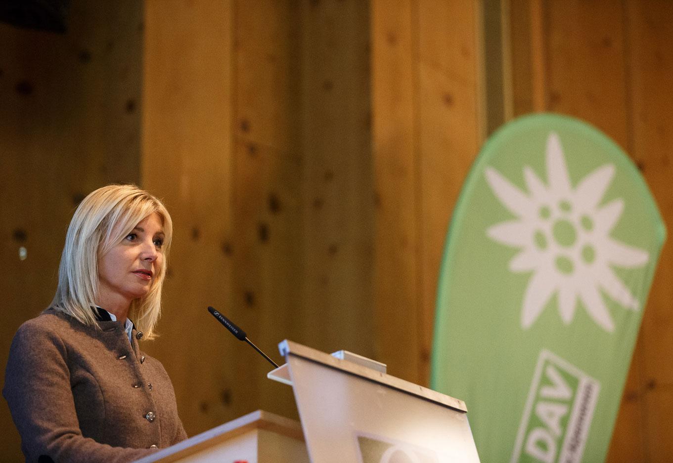 Umweltministerin Ulrike Scharf spricht ihr Grusswort. Foto: Marco Kost