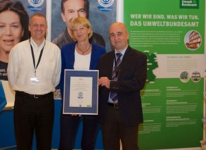Bildunterschrift: v.l. Torsten Menne (Sachgebietsleiter Zentrale IT-Systeme, BSH), Marina Köhn (Umweltbundesamt), Jörg Gerdes (Referatsleiter Informationstechnik, BSH)
