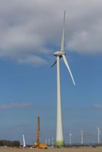 Der Prototyp der neuen Windklasse-IIA-Anlage mit 4,2 MW Nennleistung wurde jetzt in Lelystad in den Niederlanden erfolgreich in Betrieb genommen / Pressebild: ENERCON