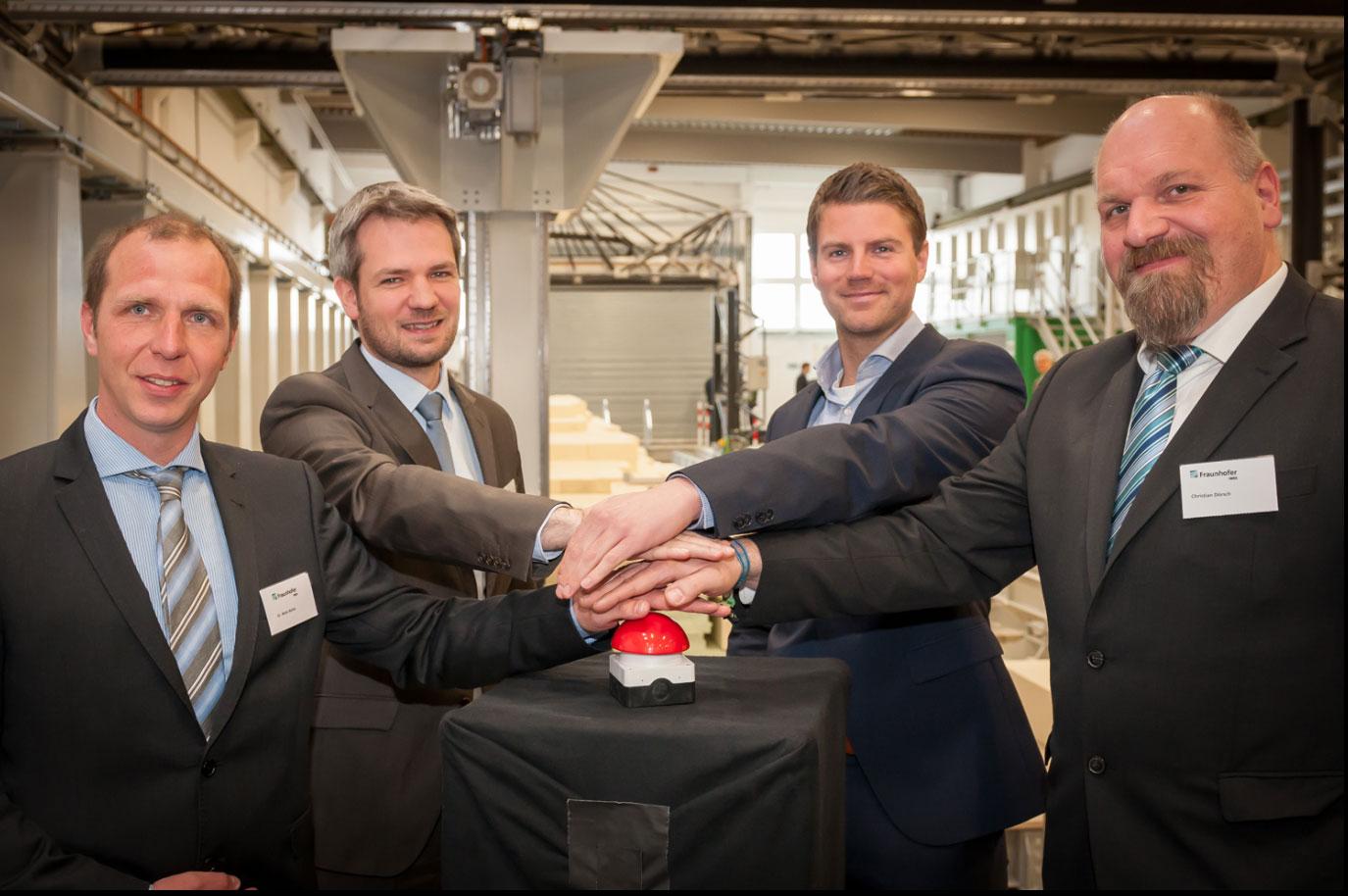 Umstellung von Manufaktur auf Industrieproduktion wird getestet - Fertigungszentrum für Rotorblätter eröffnet / Pressebild