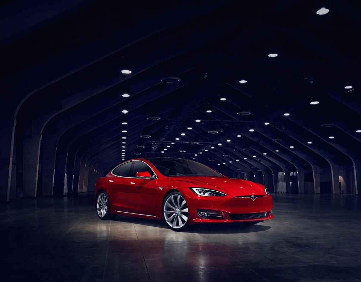 "Model S als Preisträger ""Firmenauto des Jahres 2016"" / Pressebild: Tesla"