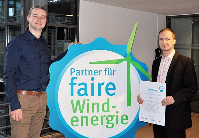 Pressebild: V. l. n. r. Severin Kühnast (ThEGA) und Wieland Zeller (TEVARO GmbH)