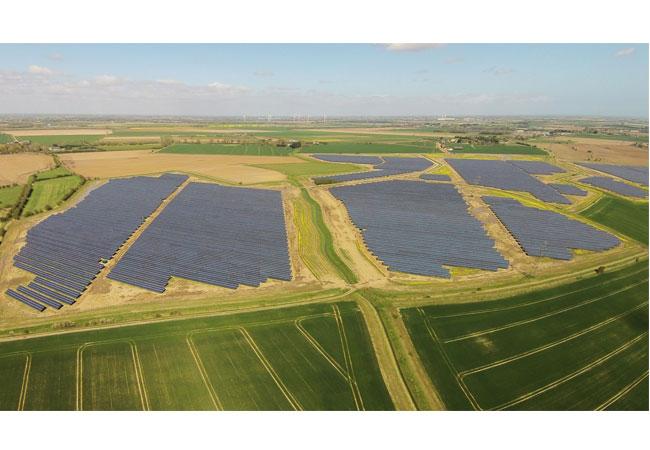 Größte Einzeltransaktion im BayWa r.e.-Projektgeschäft: BayWa r.e. verkauft drei britische Solarparks / Pressebild