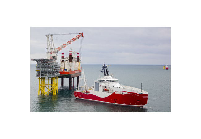 Siem Aimery operating at the Veja Mate offshore substation on 31-Oct-2016 / Pressebild